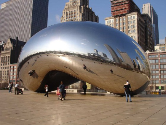 ANISH KAPOORS bønne i Chicago: Cloud Gate, 2004, stålfritt glass. Foto: © Anish Kapoor 2011