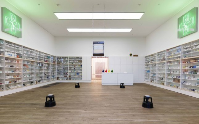 Pharmacy, 1992. Dimensjonene varierer. Foto: � Damien Hirst and Science Ltd. All rights reserved. DACS 2012. Fotografert av Prudence Cuming Associates.