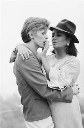 Terry O'Neill - David Bowie And Elizabeth Taylor (20