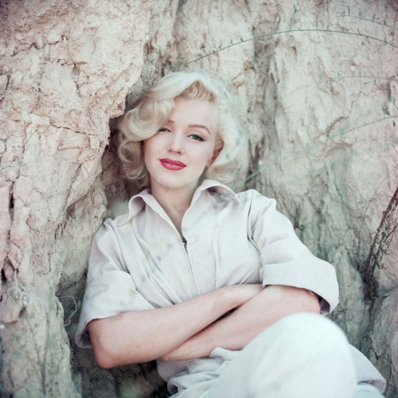 Milton H. Greene - Marilyn Monroe - Rock Sitting