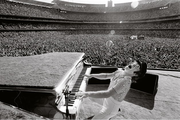 Elton John at Dodger Stadium 1975. Foto: Terry O'Neill.