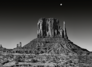 Morten Qvale - Monument Valley, West Mitten with moon